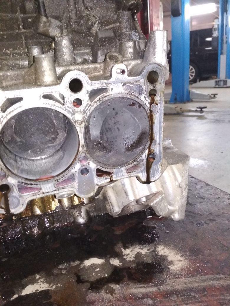 Поврежденные стенки цилиндров двигателя V6